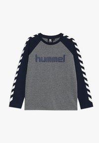 Hummel - Topper langermet - black iris - 0