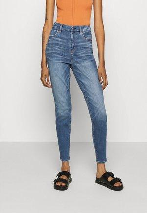 CURVY SUPER HI-RISE - Jeans Skinny - dreamy indigo