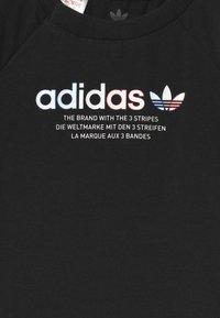 adidas Originals - TEE UNISEX - Print T-shirt - black - 2