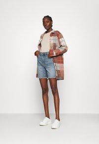 Madewell - HIGH RISE MID LENGTH - Shorts di jeans - blue denim - 1