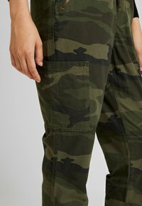 Hollister Co. - ULTRA HIGH RISE JOGGER - Trousers - olive - 4