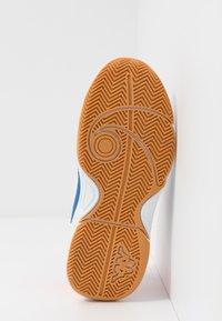 Kappa - DROUM II UNISEX - Sports shoes - white/coral - 5