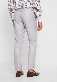 Isaac Dewhirst - FASHION SUIT - Suit - light grey - 5