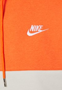 Nike Sportswear - HOODIE - Hoodie - electro orange/ash green/light bone/white - 2