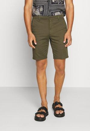 TIEN BUZZ  - Shorts - green