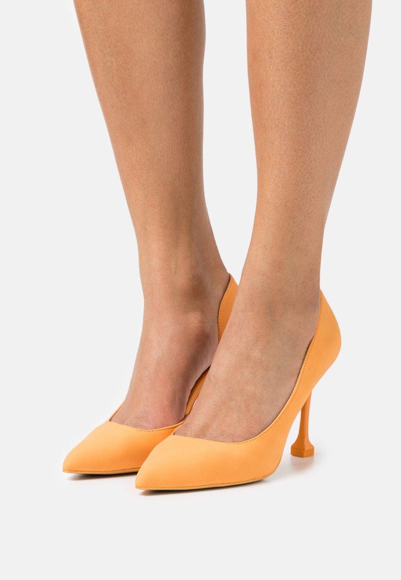 Call it Spring - ANDREAA - Classic heels - orange