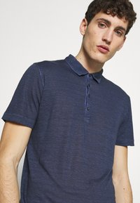 120% Lino - Polo shirt - dark blue fade - 3