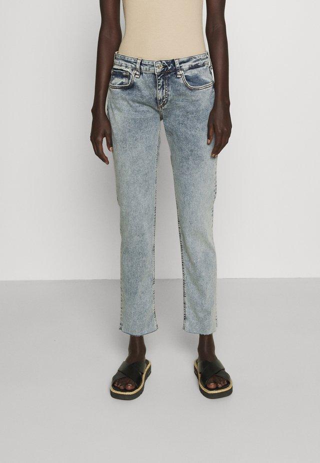 DRE LOOPBACK BOYFRIEND LABEL - Jeans baggy - nora