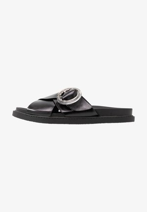 PEDRO FOOTBED - Matalakantaiset pistokkaat - black