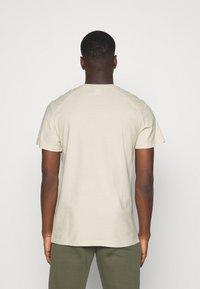 G-Star - FLOCK BADGE GRAPHIC - T-shirt med print - whitebait - 2