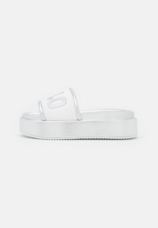 VEGAN RADIANCE - Klapki - white/silver