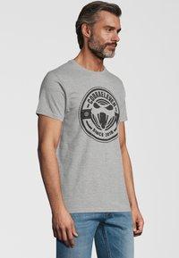 COBRAELEVEN - Print T-shirt - grey - 2