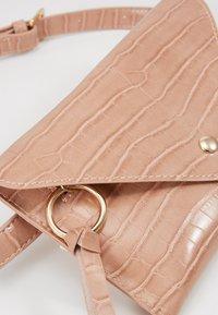 Inyati - IDA - Bum bag - peach croco - 2
