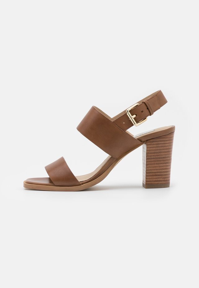 LINN - Sandals - cognac