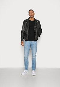 Selected Homme - SLHTOWER CREW NECK  - Stickad tröja - black - 1