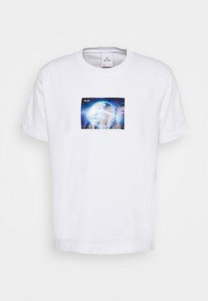 HANGER GLOBAL PRINT TEE - T-shirt con stampa - white