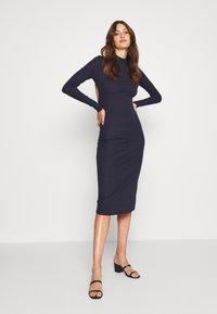 Glamorous Tall - OPEN BACK BODYCON DRESS - Gebreide jurk - navy - 0