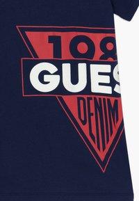 Guess - JUNIOR  - Print T-shirt - deck blue - 3