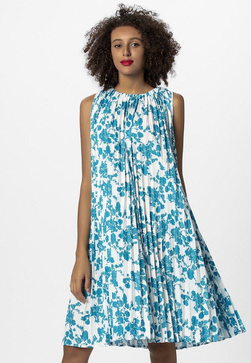 Apart - PRINTED DRESS - Vestito estivo - petrol/cream