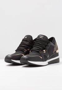 MICHAEL Michael Kors - LIV TRAINER - Sneakers laag - black/brown - 4