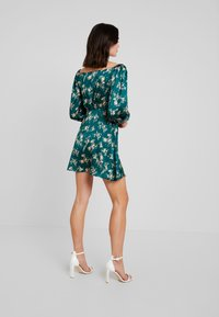 Missguided - FLORAL WRAP TOP PUFF SLEEVE MINI DRESS - Freizeitkleid - green - 3