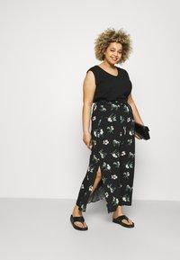 Vero Moda Curve - VMSIMPLY EASY SKIRT - Maxi skirt - black/ann - 1