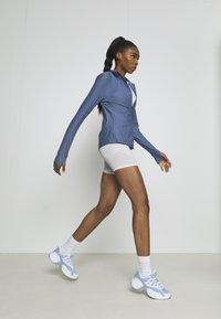 Under Armour - QUALIFIER HALF ZIP DAMEN - Sports shirt - mineral blue - 3