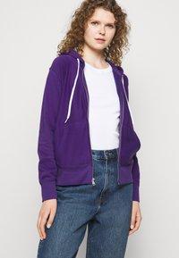 Polo Ralph Lauren - FEATHERWEIGHT - Zip-up sweatshirt - purple rage - 4