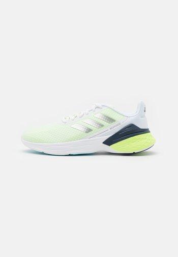 RESPONSE SR - Zapatillas de running neutras - footwear white/silver metallic/hi-res yellow