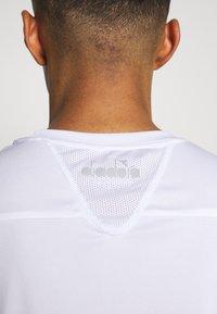 Diadora - TEAM - Camiseta estampada - optical white - 5