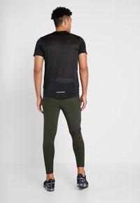 Nike Performance - ESSENTIAL PANT - Träningsbyxor - sequoia/reflective silver - 2
