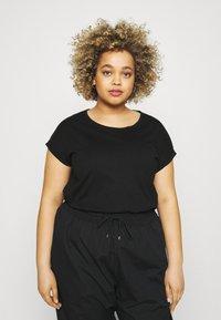 Simply Be - BOYFRIEND 2 PACK - Basic T-shirt - black/white - 3