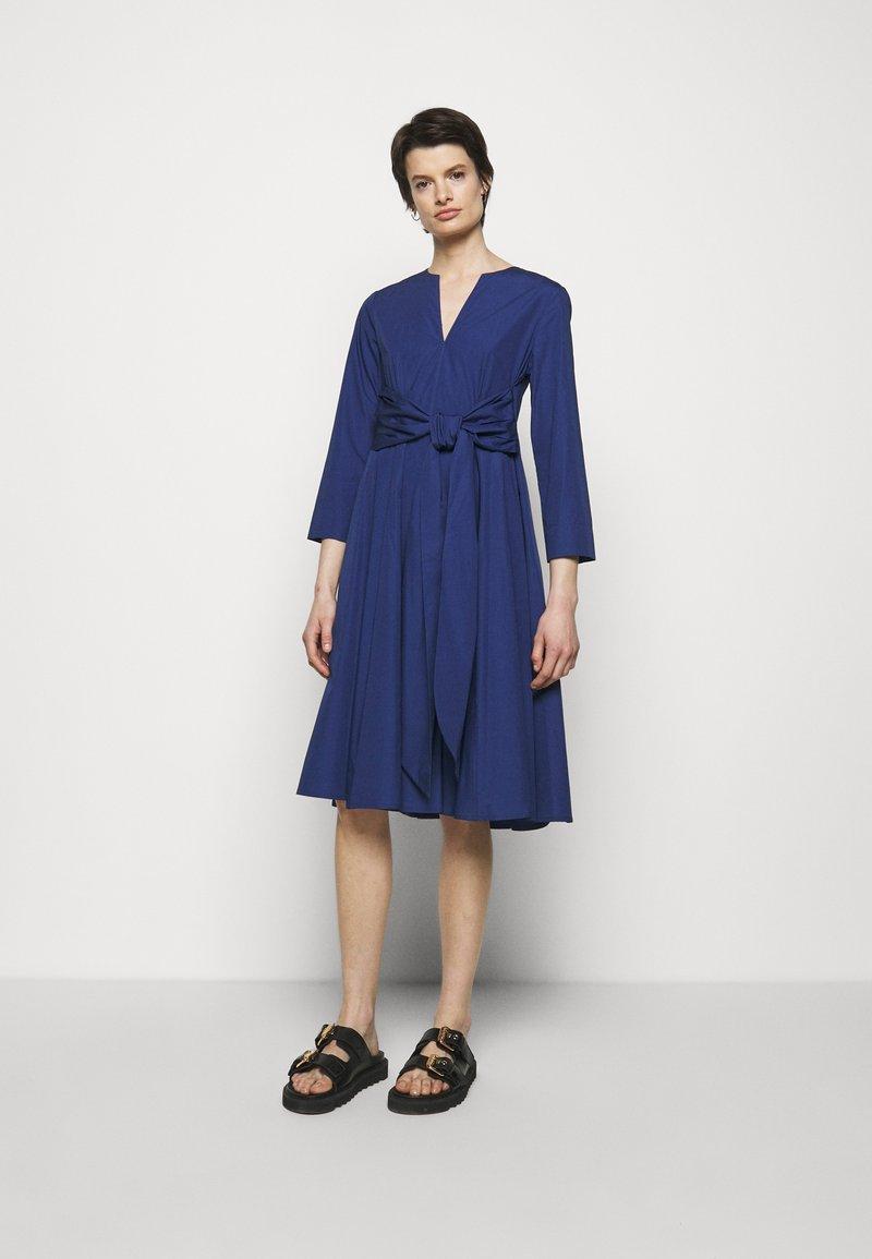 MAX&Co. - BANDOLO - Vapaa-ajan mekko - cornflower blue