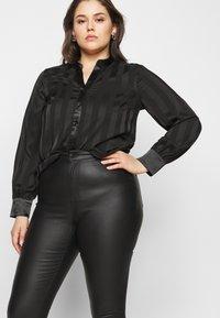 Vero Moda Curve - VMLORA COAT PANTS - Jeans Skinny Fit - black - 3