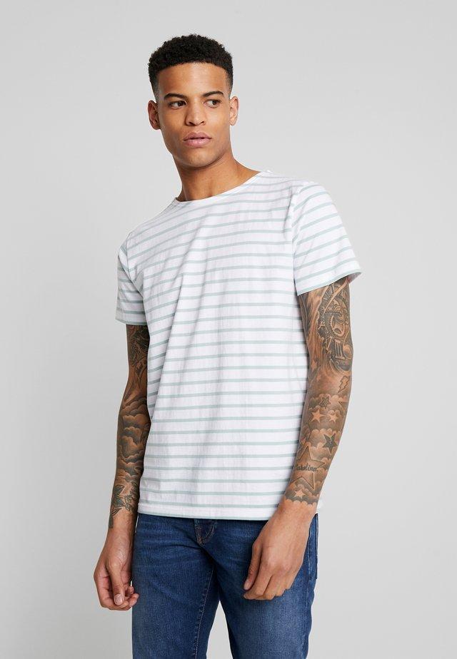 HOËDIC TEE - T-shirt imprimé - blanc/marsouin