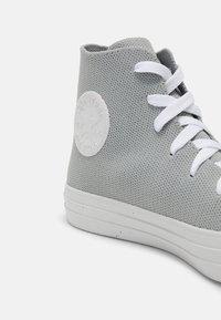 Converse - CHUCK TAYLOR ALL STAR UNISEX - Korkeavartiset tennarit - ash stone/string/white - 6
