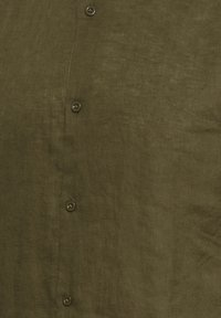 Tailored Originals - Camisa - dark olive - 6