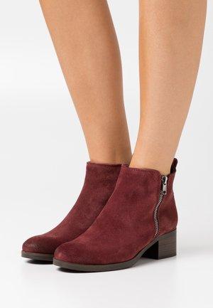 MILA SKY - Ankle boots - merlot