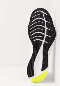 Nike Performance - ZOOM WINFLO 7 - Neutral running shoes - light smoke grey/black/volt/white - 4