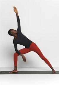 Nike Performance - THE YOGA LUXE - T-shirt sportiva - black/dark smoke grey - 1