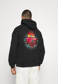 Mennace - HAVANA TATTOO HEART HOODIE - Sweatshirt - black - 0