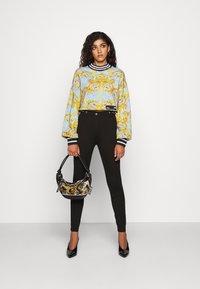 Versace Jeans Couture - Pantalones - nero - 1