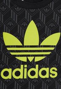 adidas Originals - TREF TEE - Print T-shirt - black - 3