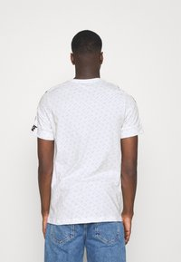 Nike Sportswear - REPEAT TEE - T-shirt med print - white/black - 2