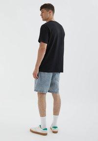PULL&BEAR - LOS ANGELES - Print T-shirt - black - 2