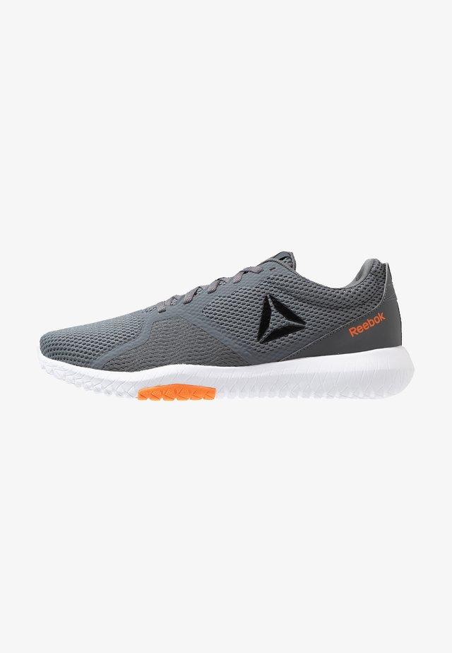 FLEXAGON FORCE TRAINING LIGHT SHOES - Sports shoes - cold grey/orange/white