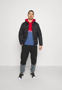 adidas Originals - SLICE HOODY - Hoodie - crew blue/scarlet - 1