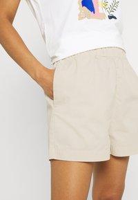 JDY - JDYMAGGIE LIFE PAPER NEW - Shorts - tapioca - 4