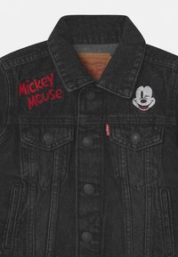 Levi's® - MICKEY MOUSE TRUCKER UNISEX - Giacca di jeans - washed black - 2