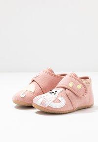 Living Kitzbühel - BABYKLETT KATZE & REGENSCHIRM - First shoes - dark rose - 2